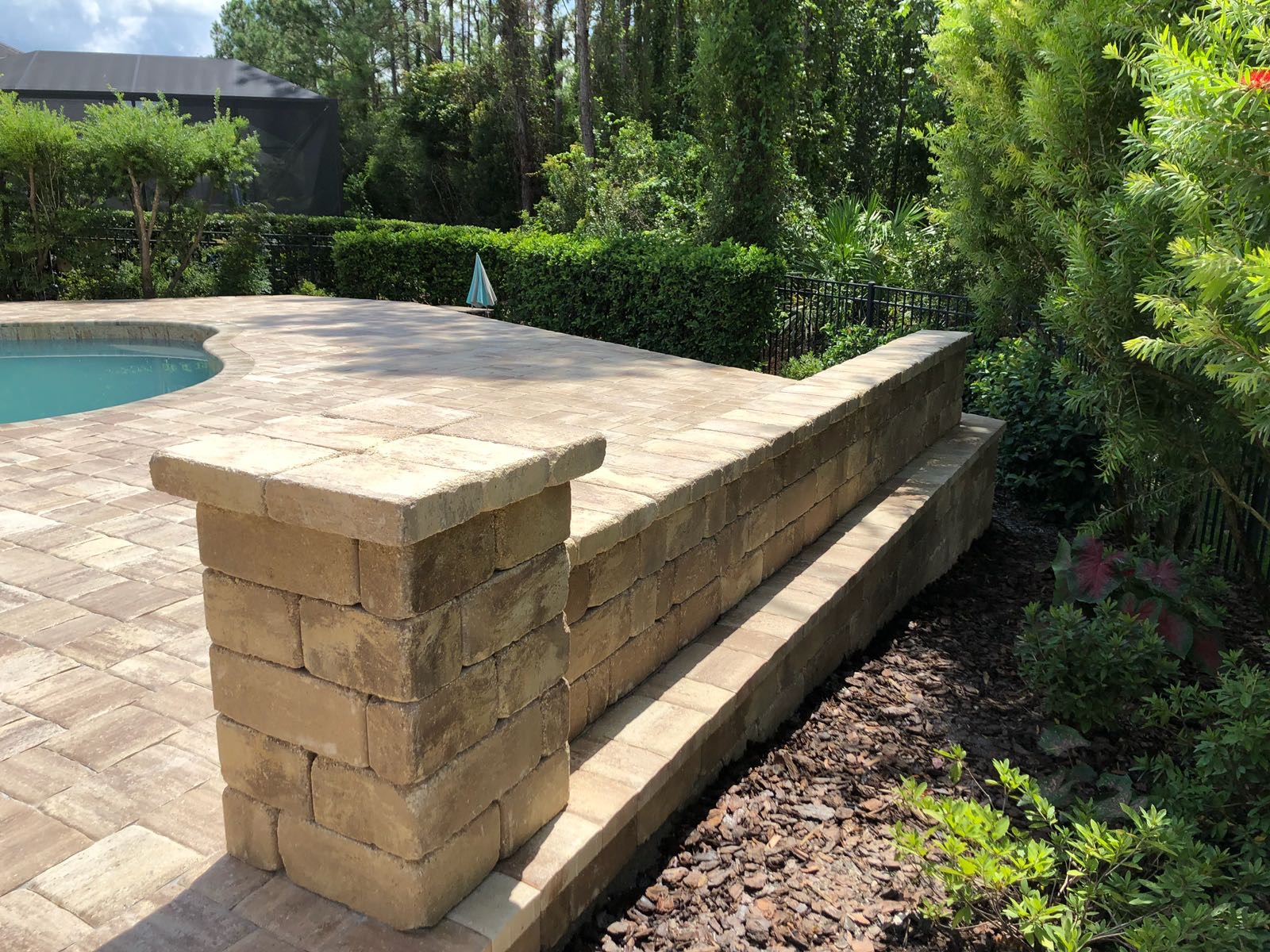 paver-pool-deck-retainingwall-detail